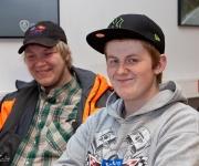 skolfotografering, två killar skrattar
