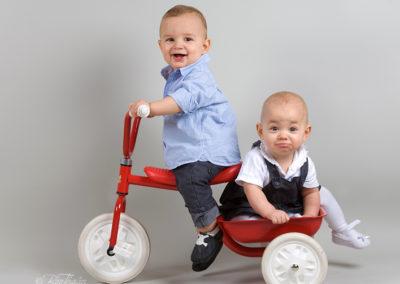 Syskonfotografering i studio - Barnfotograf i Nacka Värmdö Bee Thalin