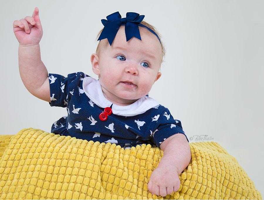 Bebisfotografering hos barnfotograf på Värmdö Bee Thalin